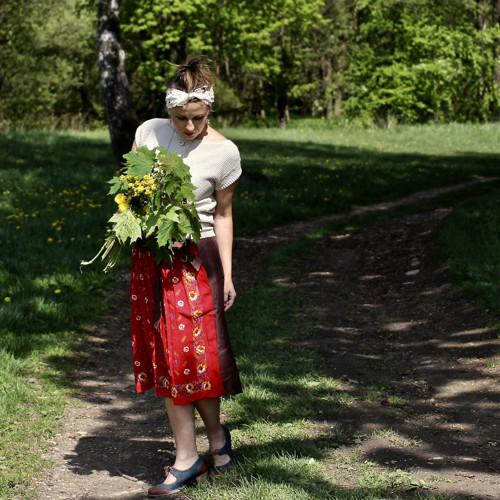 A za pár dnů...sukně s vázankou FOLKLÓR