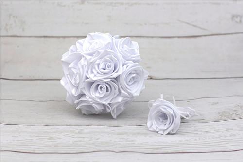 Saténová kytice svatební bílá růže + pírko