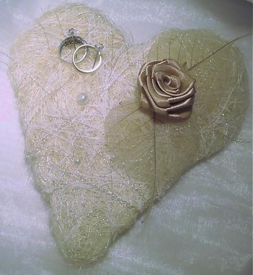 svatební srdíčko pod prstýnky