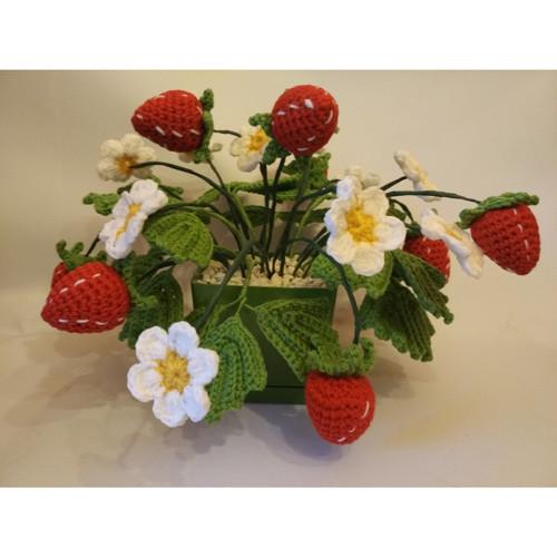 Háčkovaná květina - jahůdky