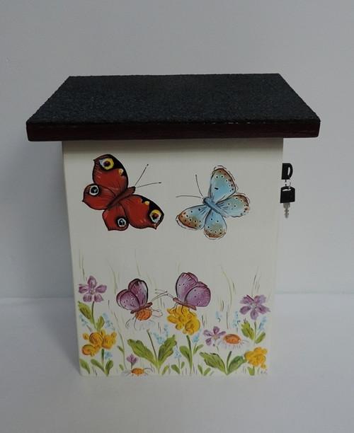 Poštovní schránka-motýl -bílá barva