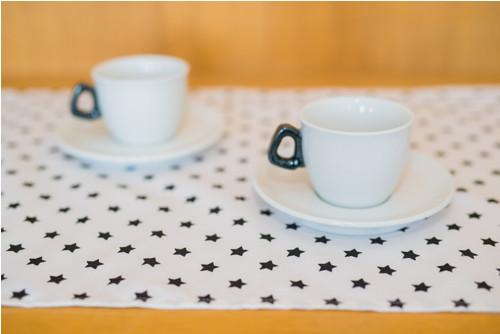 Hvězdičkový běhoun bílý s černými hvězdami