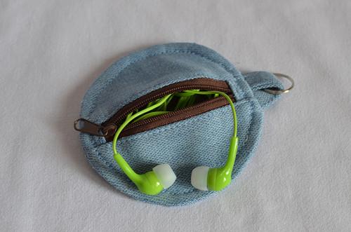 Malá kapsička třeba na sluchátka  - č.2