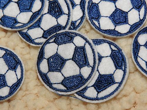 Nažehlovačka fotbalový míč tm. modrá
