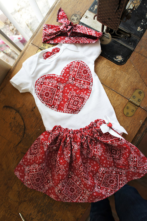 Mini Pin up srdicko baby bandana outfit
