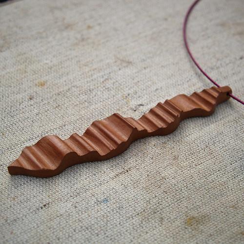 Dřevěný náhrdelník XVIII.