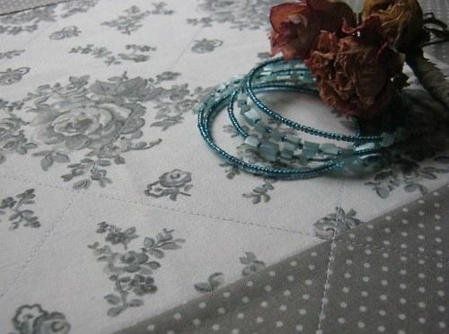 Romantika v šedé...ubrousek na stůl