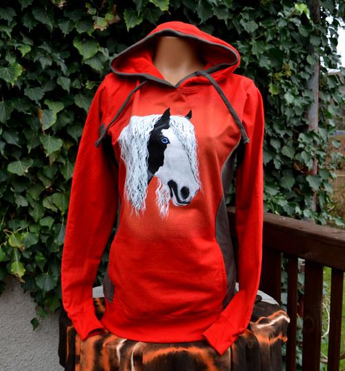 Červená mikina s tinkerem