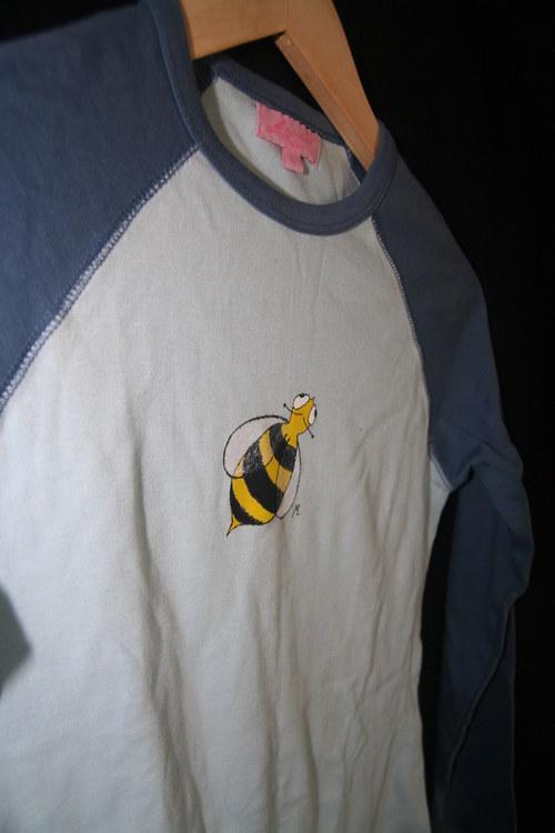 Okatá včela...