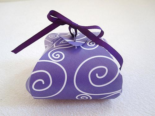 Dárkové krabičko-balíčky z papíru ... fialové