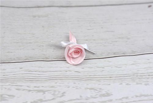Pírko (vývazek) růžovo-bíla růže