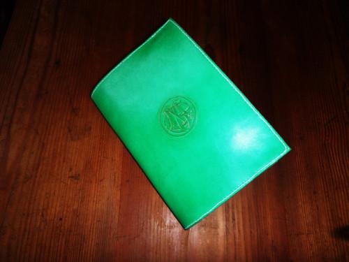 obal na knihu zelená louka