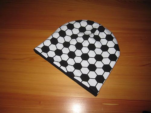 Dětská čepice fotbal na černé
