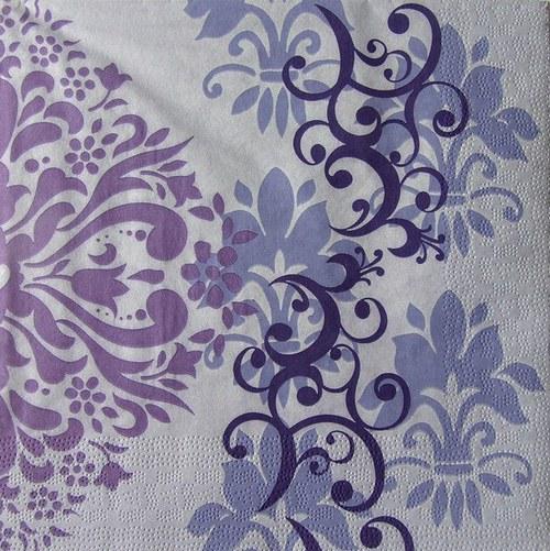 Ubrousek s fialovým ornamentem