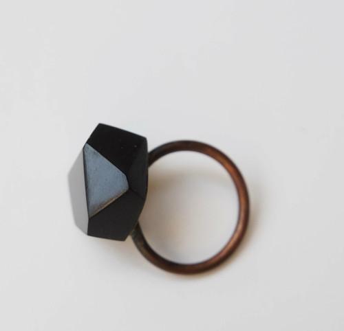 černá geometrie