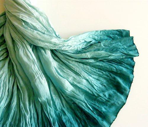 V moři urousaná...hedvábná sukně