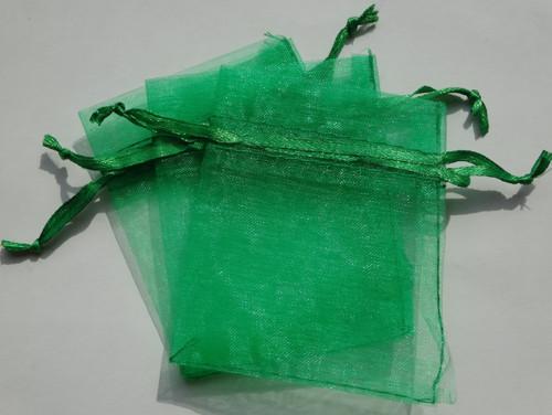 Zelený organzový pytlíček (7x9)