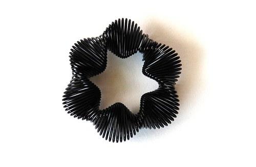 Kytička z drátku - černá