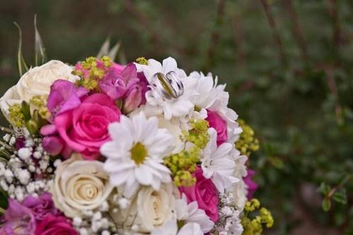 Svatební kytice - letní s růžovou
