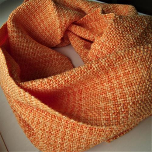 Tkaný nákrčník oranžový