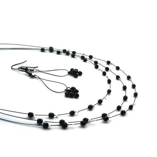 Černý jemný třířadý náhrdelník s lank. náušnicemi