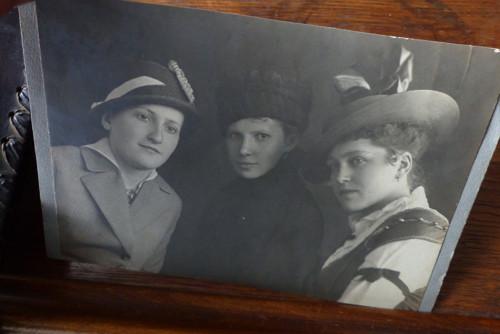 Tři dámy... stará fotografie