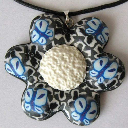 Černobílá květina