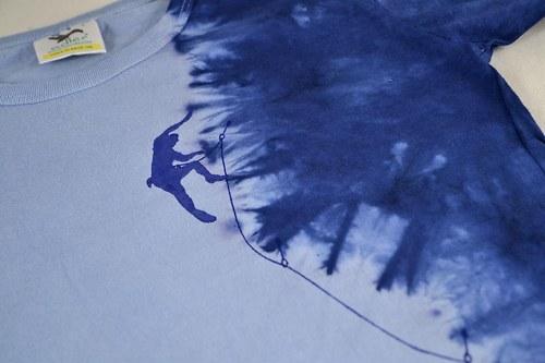 Modré dětské tričko s horolezcem (8 let)