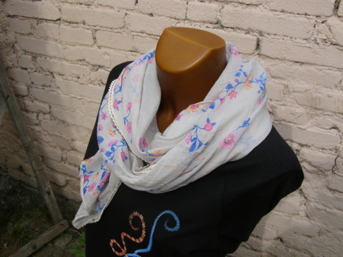 Hedvábný šátek šedobéžový