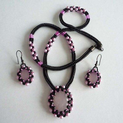 Růženínový náhrdelník