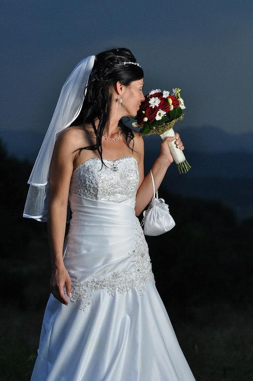 Saten svadobný