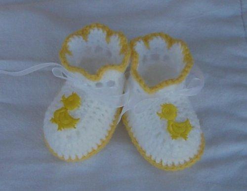 Žluto-bílé capáčky s nášivkou