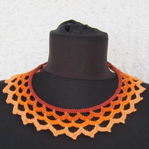 Háčkovaný krajkový náhrdelník