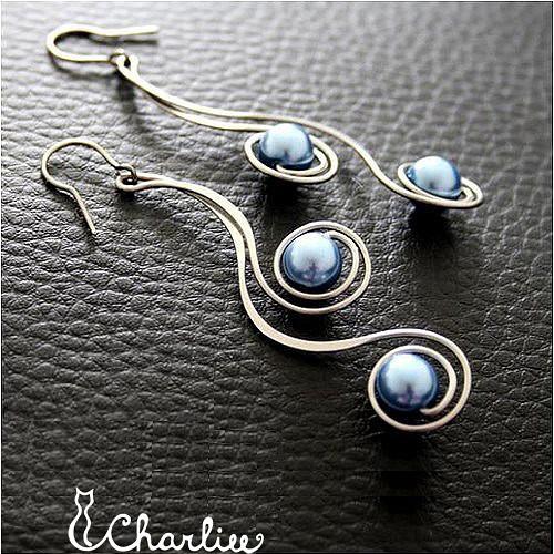 Náušnice - tepané spirály - modré - chir. ocel
