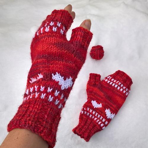 Červené srdíčkové návleky na ruce