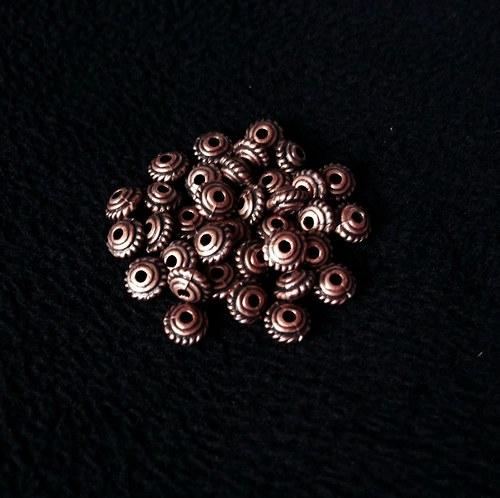 Kovové staroměděné korálky (10 ks)