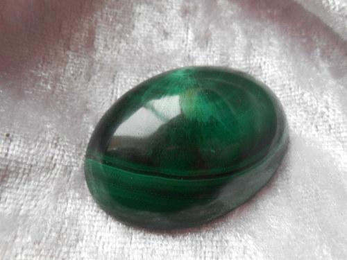 Kabošon - Malachit (39 x  29,5 x 9 mm)