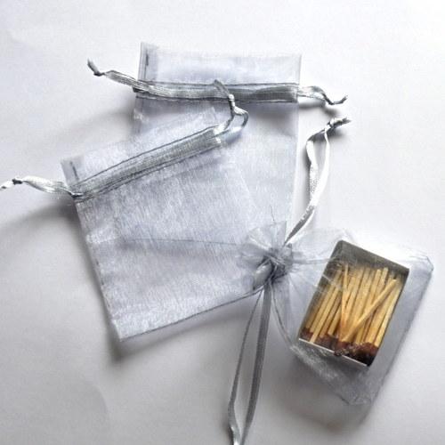 Menší organzový pytlíček - stříbrná barva