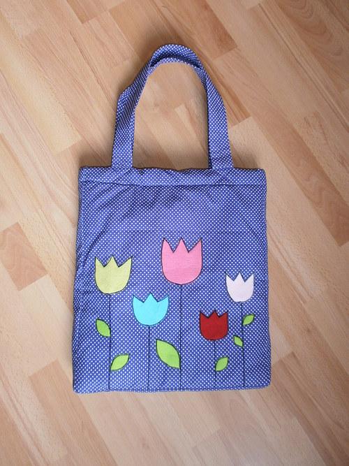 Krásná květovaná kabelka