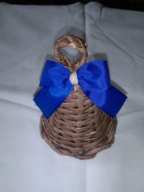 Zvonek hnědý s modrou mašlí