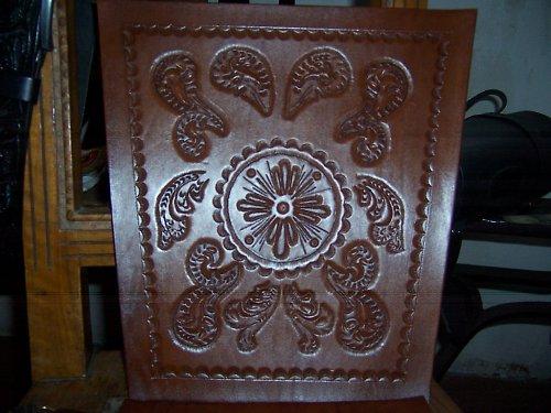 Kožené tepané opěrky a sedáky na židle