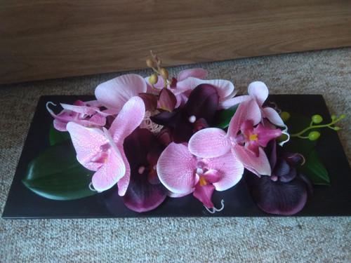 Celoroční větší ikebana s orchidejemi