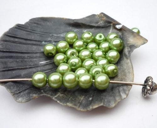 60 ks  perličky 4 mm  č.10 zelená světlá