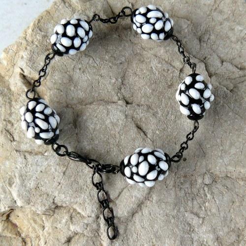 Náramek - černo - bílé mozaikové olivy větší