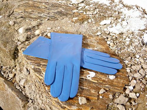 Světle-modré kožené rukavice s hedvábnou podšívkou