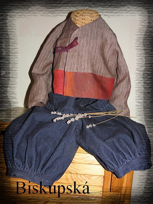 Manšestráky na svátek, k tomu lněný kabátek (2.)