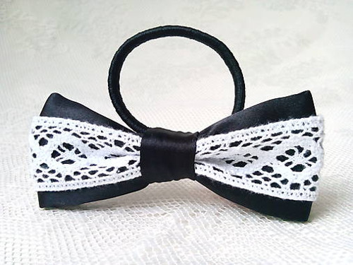 Folklore hair bow (black/white)