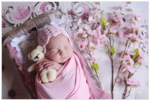 Růžová pohádka...krajková bonetka...