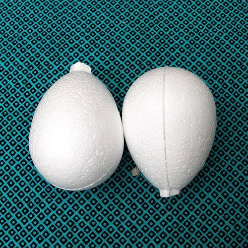 2 polystyrenové vajíčka 8cm
