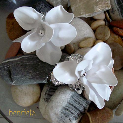 Dekorační plastové květiny